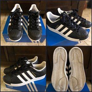 Used Adidas (Women's 8/ Men's 6.5)